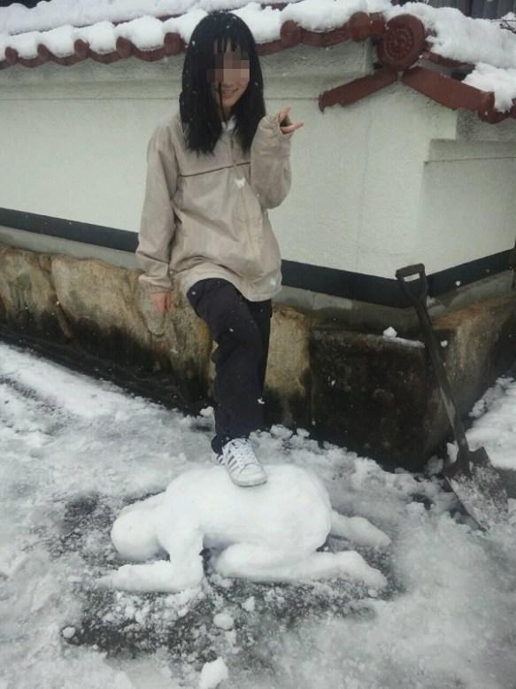 【画像】妹が作った雪だるまがガチでヤバいwwwwwwwwwwwwwwwww