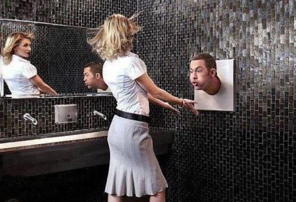 トイレの手を乾かすブォーって奴(名前知らん)に髪の毛がいっぱいはりついてた
