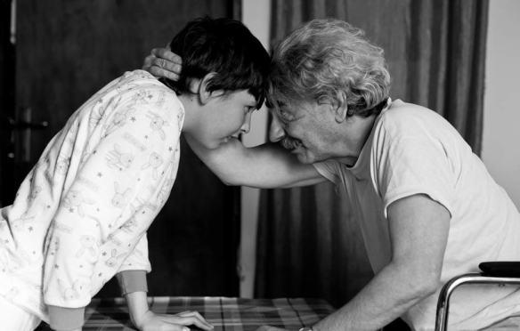 自慢だったじいちゃんのそんな無様な姿を見て自分が本当に情けなくなって俺も涙流しながらいつの間にか一緒に土下座してた