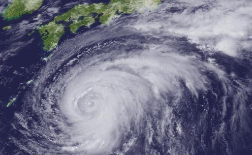 【どっちが正しい?】台風が午前中には抜けるっぽいので昼から出かける人と出かけない人