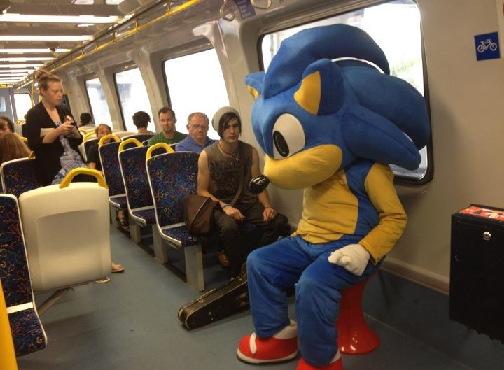 電車で知らないニーチャンに「そこは俺の指定席だ」と言われ一悶着