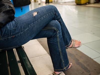 店員「このジーンズなんかお手ごろですよ」→9800円 ←あ?