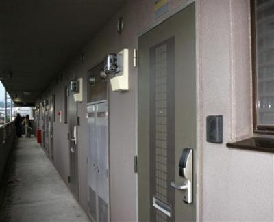 【ワロタ】DQNにドア叩かれて1万円もらったwwwwwwwwwwwww