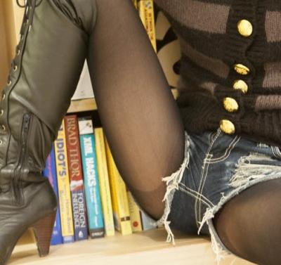 【画像あり】ショーパンでパンストの「ランガード」が見えてる女の子がけしからんwwwwwwwww