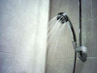 シャワー浴びて壁に両手ついて「クソォ!」って呟くの楽しすぎワロタwwwwwwwww