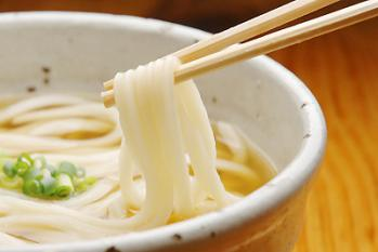 ラーメン屋「まずはスープを」そば屋「最初はつゆをつけずに」
