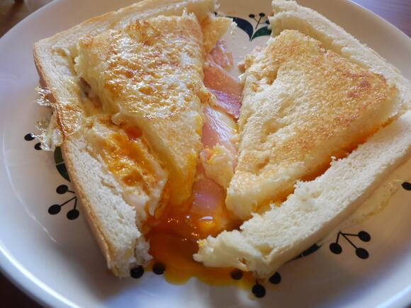 【急募】 食パンの超絶美味しい食べ方教えろ。 ケチャップとマヨネーズで食べるのは飽きたお・・・