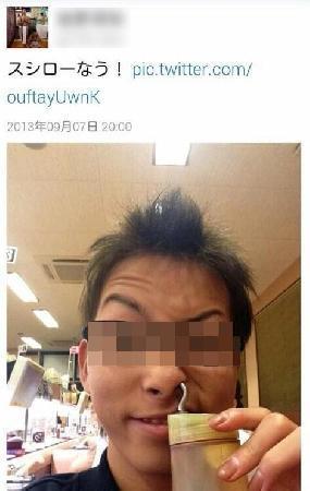 【バカッター】 「スシロー」で醤油を鼻の穴に突っ込んだ画像をツイート公開 → もちろん炎上www