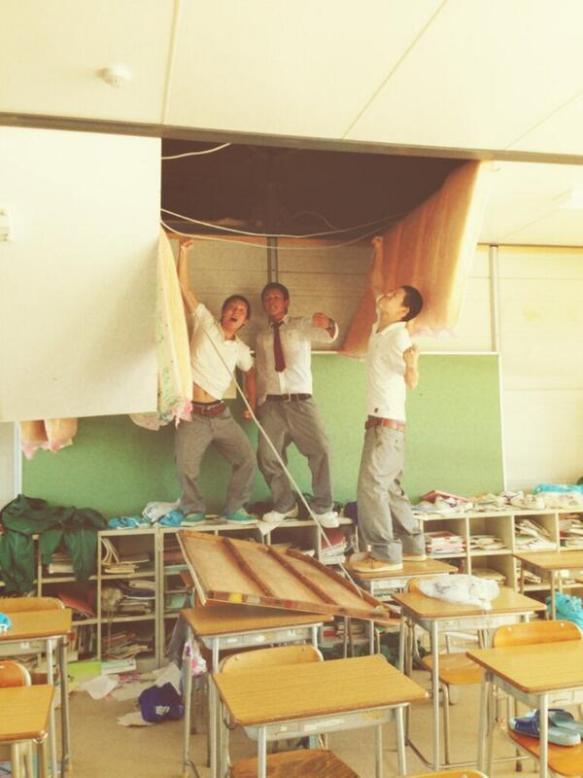 DQN 「今日ゎ教室を壊しました(´-ω-`)」 教室を破壊するバカッター現るwwwwwwwwwwwww