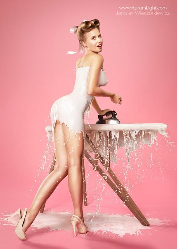 ハダカの女にミルクぶっ掛けてドレスにしたったwwwwwwww【画像】