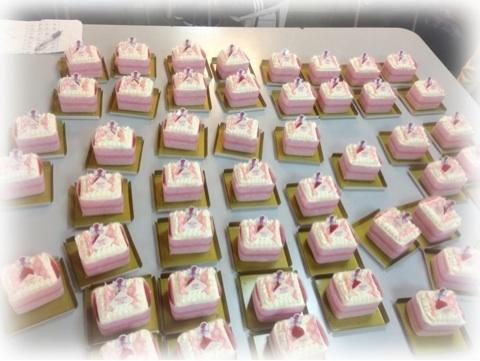 【モーニング娘。】道重さゆみの特大ケーキをハロプロメンバー全員に差し入れする太っ腹さが凄い!!