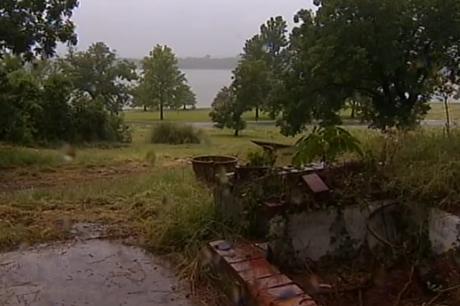 庭の芝刈りしようと家に戻ってみたら、家が消え去っていたでごさる … 解体業者、間違えて隣の民家を解体してしまう - アメリカ・テキサス (動画あり)
