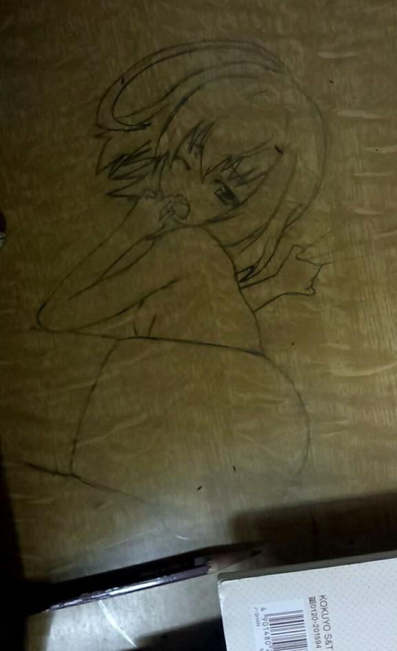 【画像】学校の机にエロ?絵書いたったwwwwwwwwww