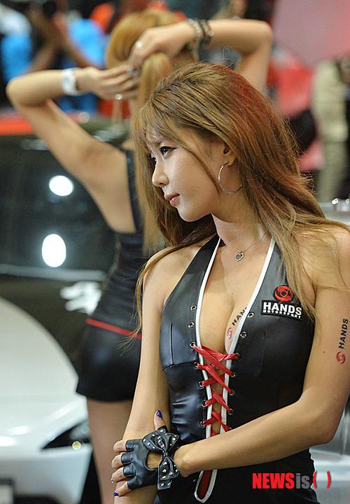 【画像】 韓国のレースクイーンがエッロエッロでJAP怒りのプリキュア鑑賞wwwwwwwwwwwwwww