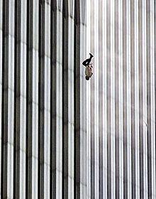 【閲覧注意】9・11テロの時に窓から飛び降りた人の画像がヤバイ・・・・・・・・