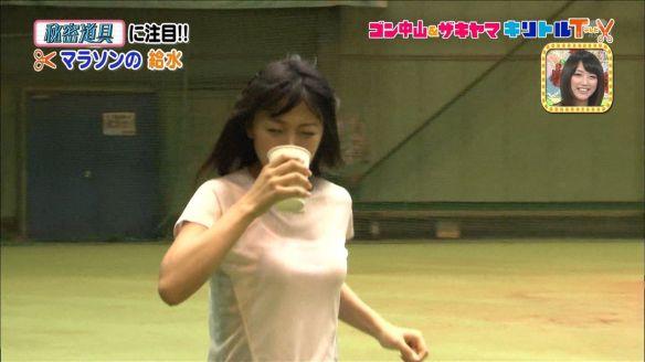 【画像あり】竹内由恵マラソンドリンク飲みでオッパイビチャビチャwwwwwwwwwwwwwww