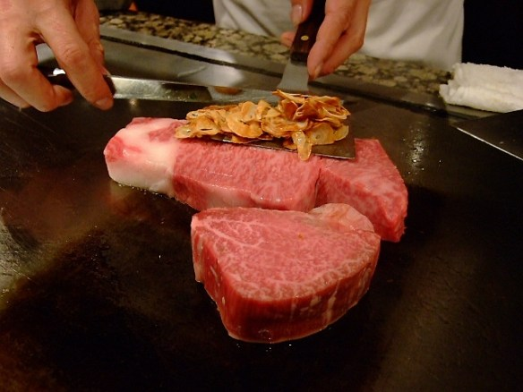 彡(^)(^)「お、ステーキ屋やん!!!!!!!入ったろ!!!!!!!!」