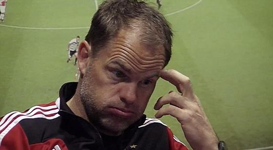 アディダス「これが来季のユニです」監督・選手「(うわぁ…)」 アヤックスの選手を驚かせるドッキリ企画