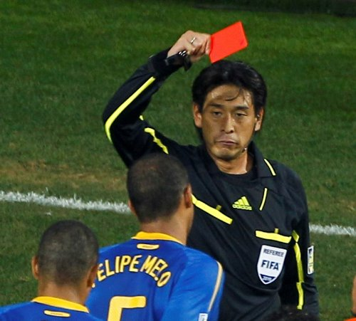 W杯開幕戦の審判を日本の西村雄一氏が担当!世界的な評価は高いよね