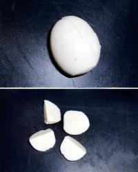 んっ?黄身がない、埼玉・飯能で白身だけのタマゴ