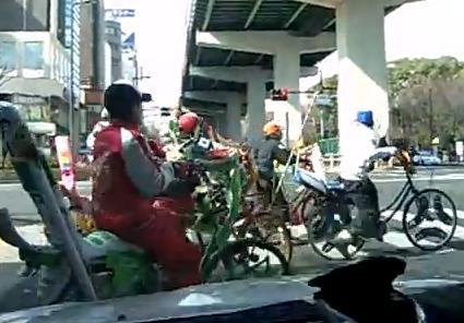 尼崎の14~17歳の中高生5人、「タクシー狩り」と称して自転車でタクシーを取り囲み運転手(67)にケガ … 「一般の車だと怖い人が乗っているかもしれないのでタクシーを狙った」