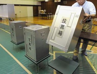 朝日新聞 2009年「政権交代、民意の雪崩受け止めよ 」 → 2014年「民意は数の多寡だけではかられるべきものではない」