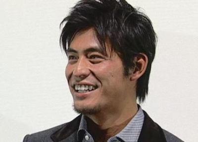 俳優・坂口憲二(38)、飲食店経営の女性(32)と結婚 … 細身でスタイルが良くロングヘアの和風美人、女性は妊5ヶ月