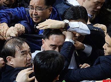 韓国の首相、辞意を表明 … 「セウォル号」沈没事故をめぐる政府への批判が集まっていることを受けての引責