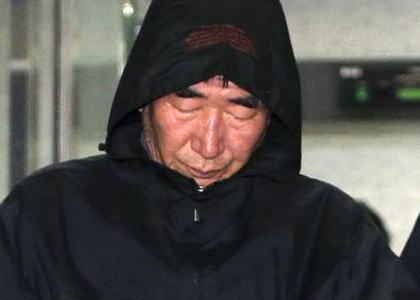 """韓国の旅客船沈没事故、逮捕された船長(68)らに異例の""""殺人罪""""適用 … 死刑の可能性も"""