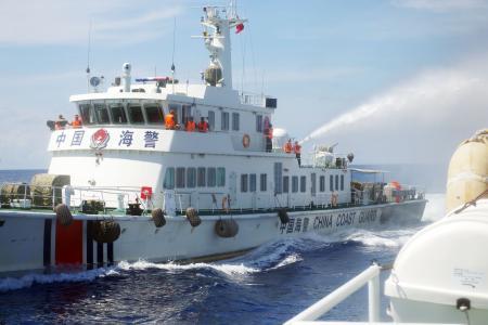 ベトナムの漁船が中国船から体当たりされて沈没、複数の地元メディアが伝える … 漁民10人は救出 - ベトナム・西沙諸島海域