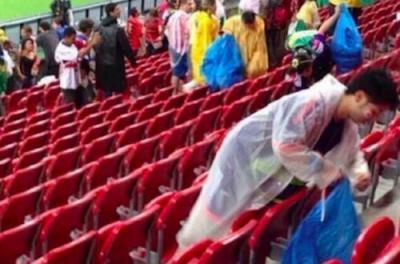 W杯日本サポーター、試合後にスタジアムのゴミ拾い … 地元紙「とても感じがよい」「敗北したが、日本の応援団のカリスマ性はブラジル人の心をつかんだ」と好意的