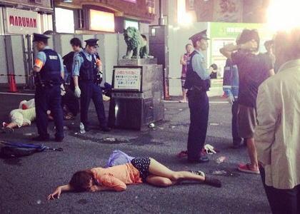 新宿で女子大生が集団で昏倒する異常事態発生、Twitterで写真が相次いでアップされる(画像) … 明大公認のサークルか、メンバーにはプロダクション所属の女優の名前も
