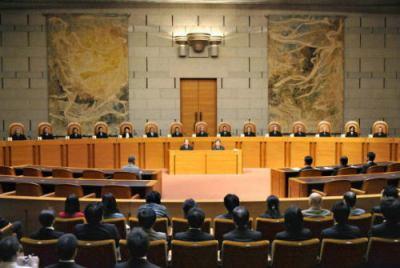 最高裁判所、求刑の1.5倍の判決を出した裁判員裁判の判決を破棄 … 裁判員裁判での「求刑超え」判決が増加、最高裁 「裁判員は量刑を直感で決めるな。先例も踏まえろ」