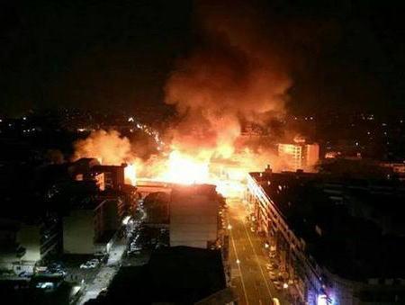 台湾・高雄市街地の複数の場所で大規模なガス爆発、200人超が死傷 (動画)