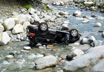 河内川「ウェルキャンプ西丹沢」での水難事故、母子3人の遺体確認 … 売店の従業員に「危ないので避難した方がいい」 → 車で避難中、急な増水で車が転覆、中州のテントはそのまま残る