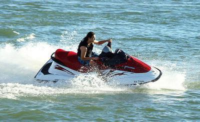 水上バイクの後部座席に乗っていた女性(24)、急旋回で振り落とされ、停泊中のプレジャーボートにぶつかり死亡 - 岡山・笠岡