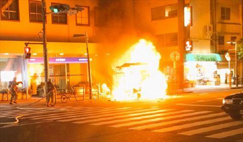目白駅前でケバブ販売のお車が爆発炎上