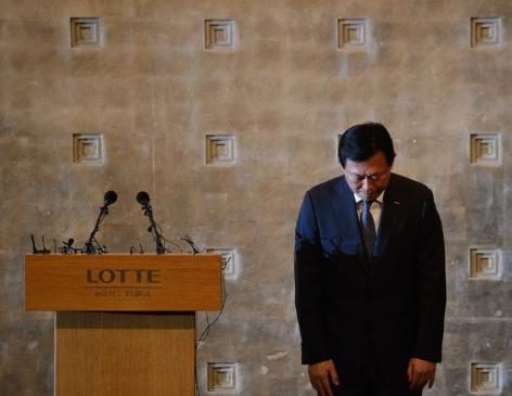 ロッテグループ長男と次男による後継争いで、次男の重光昭夫(辛東彬)氏(60)「ロッテは韓国の企業だ。日本で得た収益を韓国に還元するという一念で続けてきた」と韓国国民に謝罪
