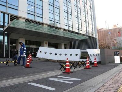 「誰かに狙われている」と思いこんだ男、千葉県警本部に車で突っ込み門扉を破壊する … 井上裕治容疑者(47)を逮捕 「警察に逮捕されれば自分と家族を守ってもらえると思った」
