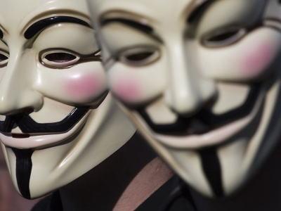 ハッカー集団「アノニマス」、ISILメンバーのメールアドレスやTwitter・Facebook、特定欺瞞に使用していたVPNなどを晒しあげる → 関連のアカウント1000件以上凍結