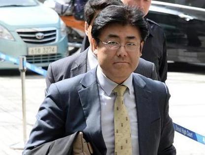 韓国政府、産経新聞・加藤達也前ソウル支局長に対する出国禁止措置を8ヶ月目にして解除 … 国際社会から人道的問題として批判、外国メディアで構成の「ソウル外信記者クラブ」も憂慮を表明