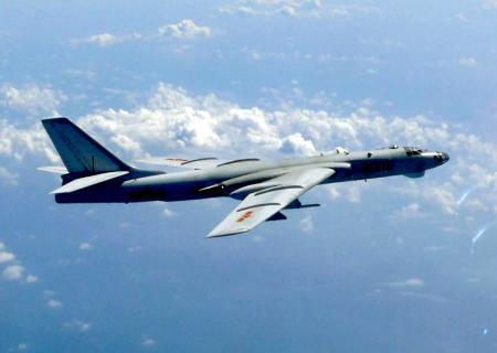 中国軍H6爆撃機2機、沖縄本島と宮古島の間を通過、空自の戦闘機がスクランブル … 中国空軍の報道官「空軍機が初めて宮古海峡を通過し訓練の目的を達成した。今後も実施する」