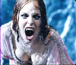 中学生の時、好きだった吸血鬼を自称する中二病の女子にマジで血を吸われた話