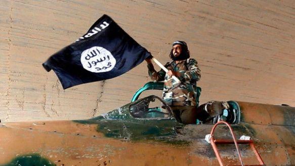 【画像あり】イスラム国、戦闘機を手に入れるwwwwwwwwww 飛ばせるのかよwwwwwwwwww