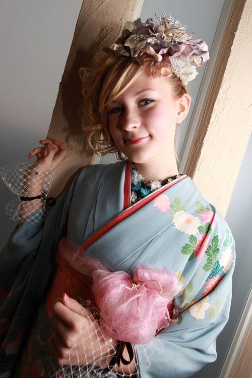 【画像あり】外国人と日本人の着物姿を比較した結果wwwwwwwwwwwwww
