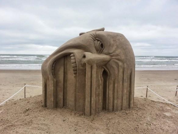 【画像】外人『砂浜アートに本気出したったったwwwwwwwwwwwwwwwwwwwwwwww』