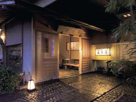 「火をつけたら仕事をしなくてすむと思った」 京都嵐山の老舗旅館「渡月亭」に放火、従業員の調理師の男(19)を逮捕