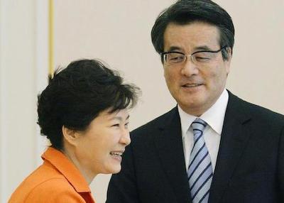 民主・岡田代表、韓国を訪問し朴槿恵と会談 … 岡田「慰安婦の苦しみを思うと政治家として恥ずかしい。安保関連法案は反対」 朴「70年談話は村山談話を踏襲すれば両国関係も未来に向かう」