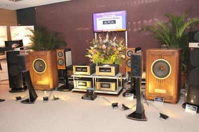 【TIAS】アキュフェーズ、パワーアンプP7300プリメインE370お披露目。ショウの中でも最も音が良かったメーカー
