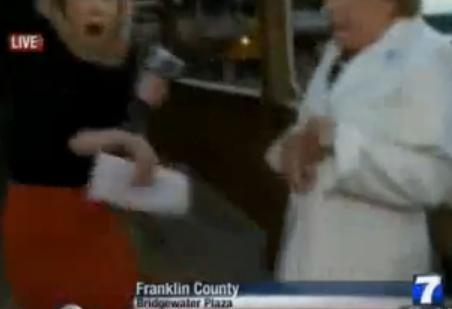テレビ生中継でリポーターがインタビュー中に発砲事件(動画)、女性リポーター(24)と男性カメラマン(27)が撃たれ死亡 - アメリカ・バージニア州